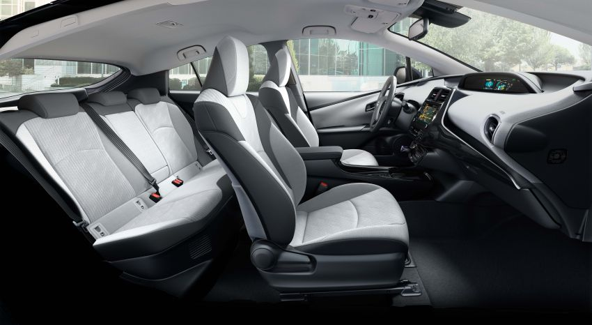Toyota Prius plug-in hybrid updated, now a five-seater Image #990749