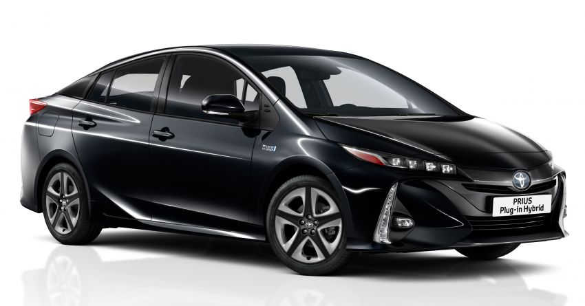 Toyota Prius plug-in hybrid updated, now a five-seater Image #990744