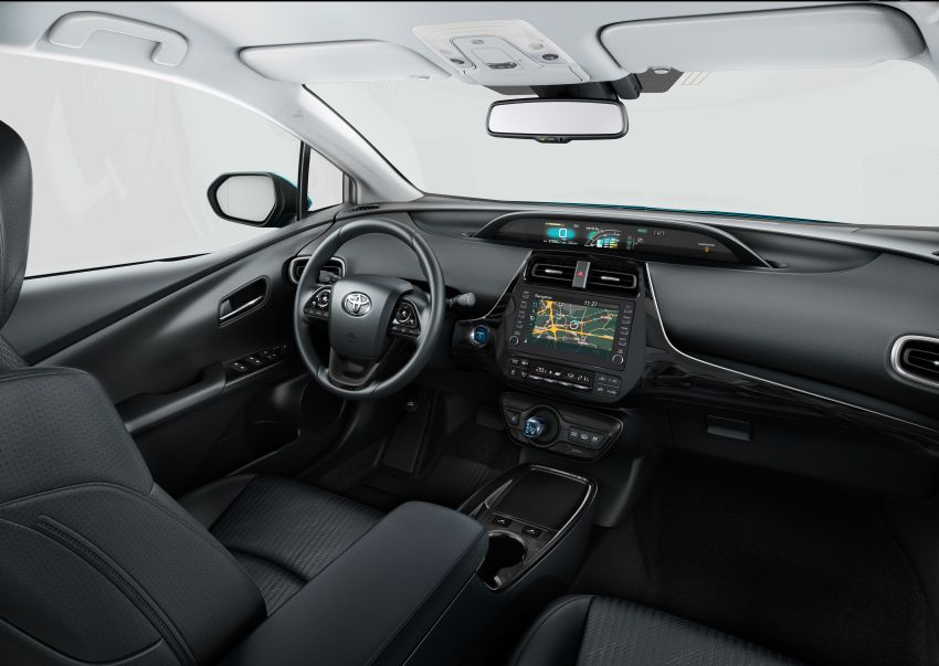 Toyota Prius plug-in hybrid updated, now a five-seater Image #990745