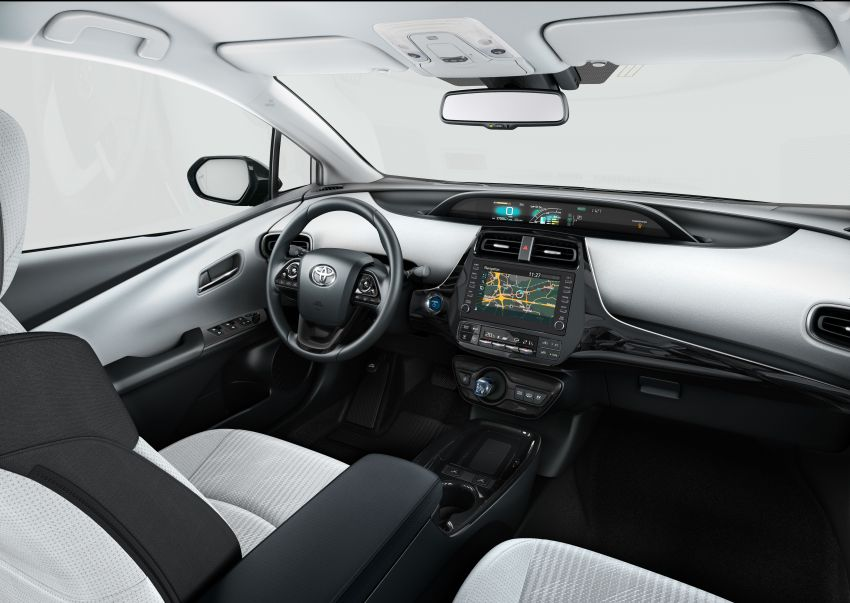 Toyota Prius plug-in hybrid updated, now a five-seater Image #990746
