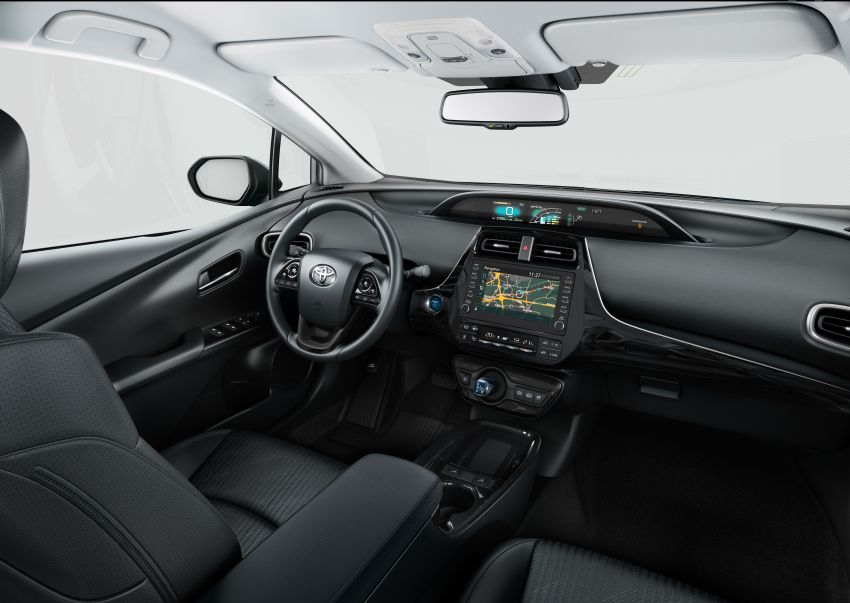 Toyota Prius plug-in hybrid updated, now a five-seater Image #990747
