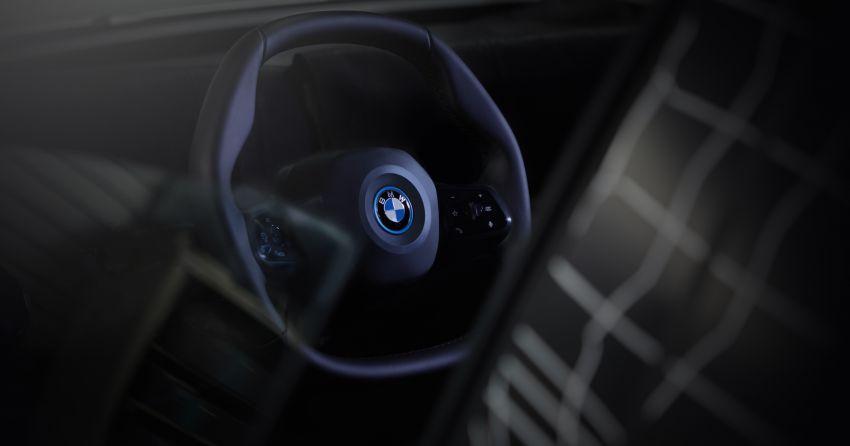 BMW iNEXT – flat-bottomed steering wheel revealed Image #990924