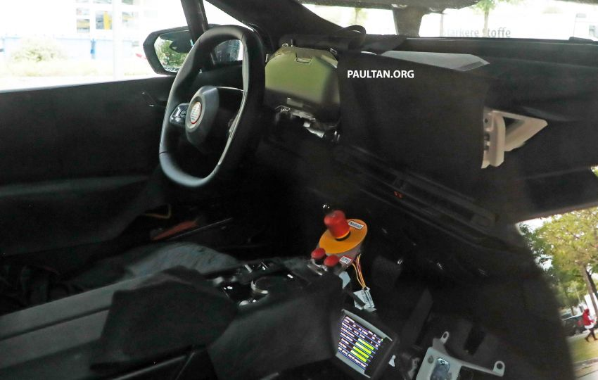 SPIED: BMW iNEXT with production steering wheel Image #992273