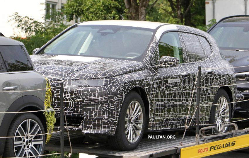 SPIED: BMW iNEXT with production steering wheel Image #992274