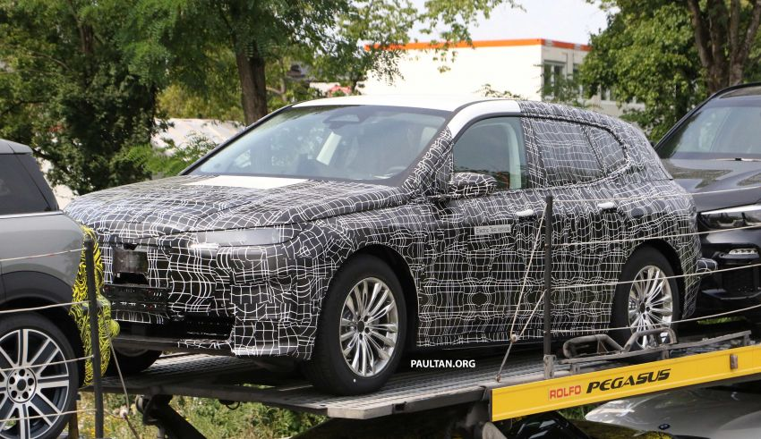 SPIED: BMW iNEXT with production steering wheel Image #992275