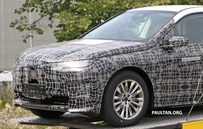 SPIED: BMW iNEXT with production steering wheel Image #992276