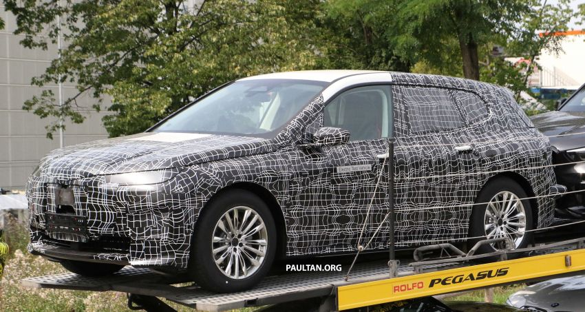 SPIED: BMW iNEXT with production steering wheel Image #992277