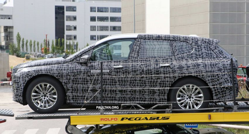 SPIED: BMW iNEXT with production steering wheel Image #992279