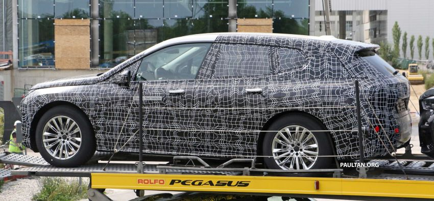 SPIED: BMW iNEXT with production steering wheel Image #992280