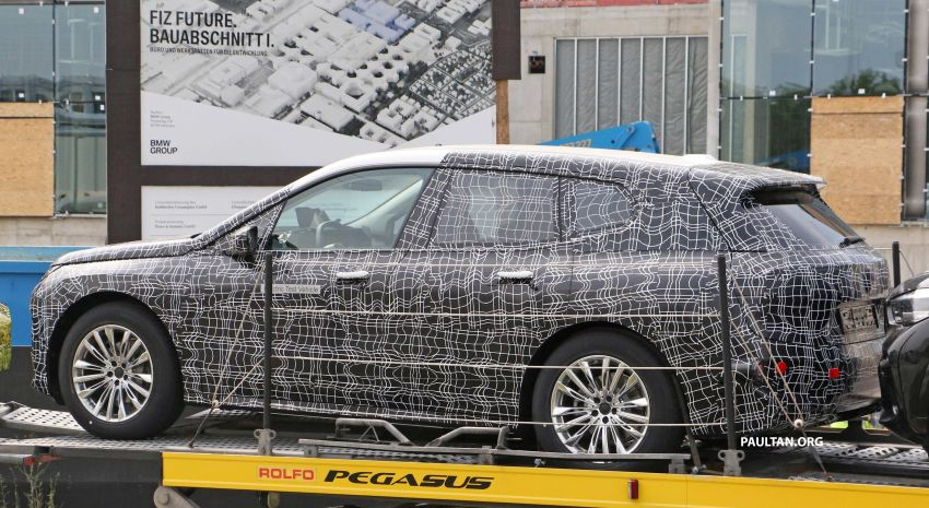 SPIED: BMW iNEXT with production steering wheel Image #992282