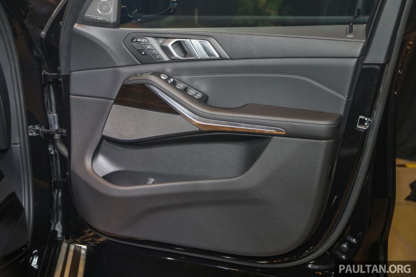 New BMW X7 launched in Malaysia – xDrive40i Design Pure Excellence, 7-seater flagship SUV for RM889k Image #984289