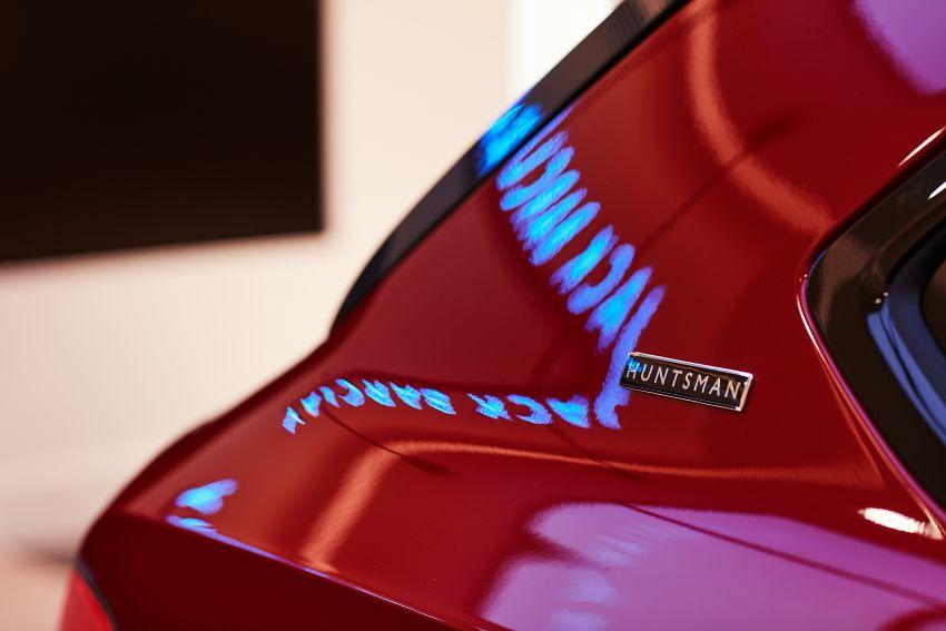 Bentley Bentayga Huntsman edition debuts – each purchase comes with a bespoke Huntsman jacket! Image #980968