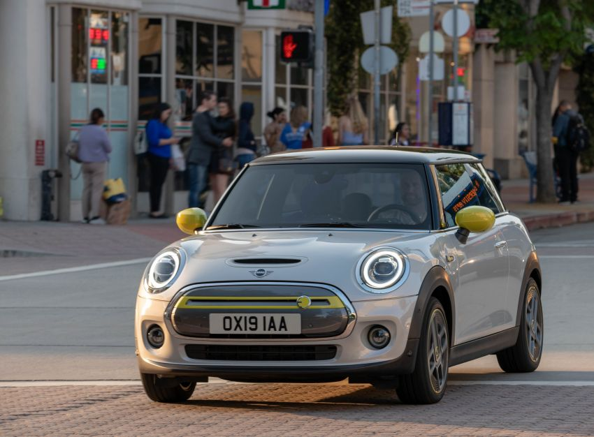 MINI Cooper SE debuts – brand's first fully-electric model; 181 hp and 270 Nm; up to 270 km of range Image #983418