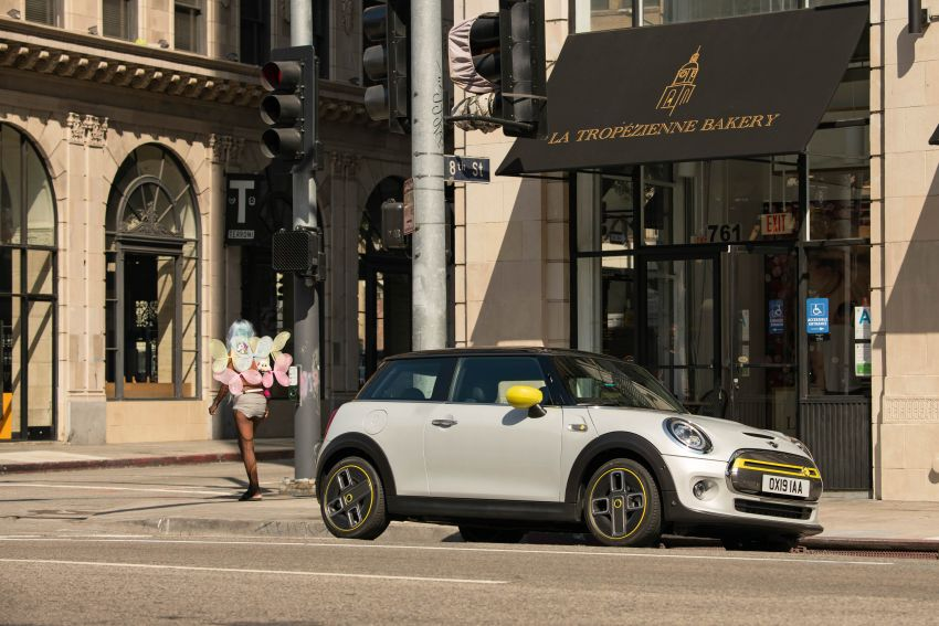 MINI Cooper SE debuts – brand's first fully-electric model; 181 hp and 270 Nm; up to 270 km of range Image #983429
