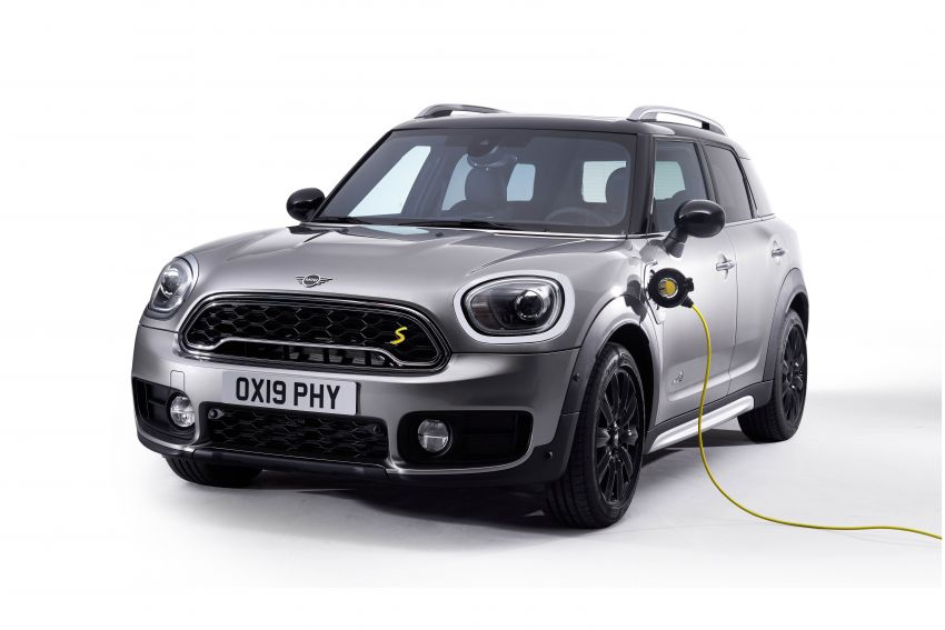 MINI Cooper SE debuts – brand's first fully-electric model; 181 hp and 270 Nm; up to 270 km of range Image #983574