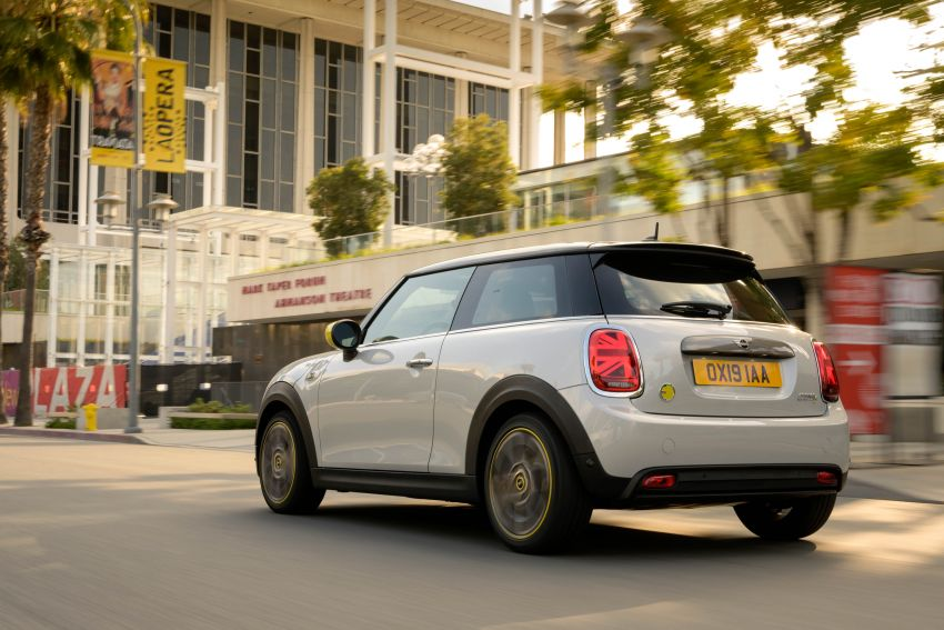 MINI Cooper SE debuts – brand's first fully-electric model; 181 hp and 270 Nm; up to 270 km of range Image #983437
