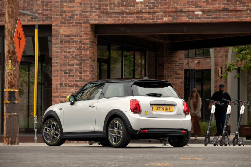 MINI Cooper SE debuts – brand's first fully-electric model; 181 hp and 270 Nm; up to 270 km of range Image #983453
