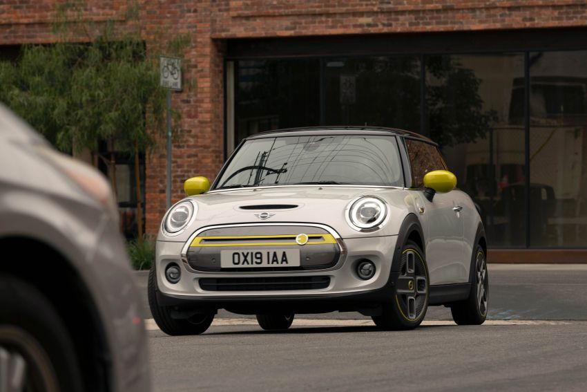 MINI Cooper SE debuts – brand's first fully-electric model; 181 hp and 270 Nm; up to 270 km of range Image #983456
