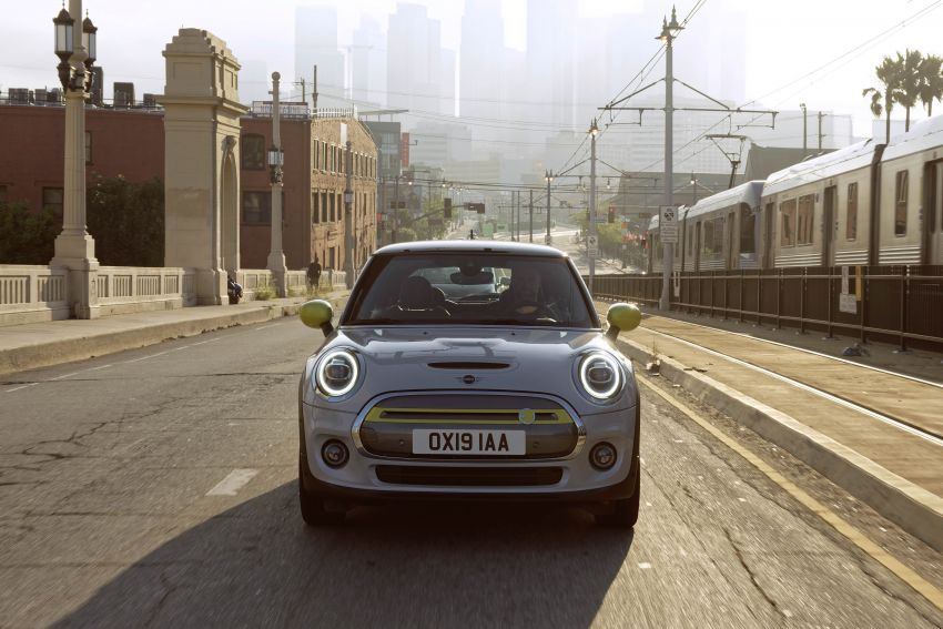 MINI Cooper SE debuts – brand's first fully-electric model; 181 hp and 270 Nm; up to 270 km of range Image #983461