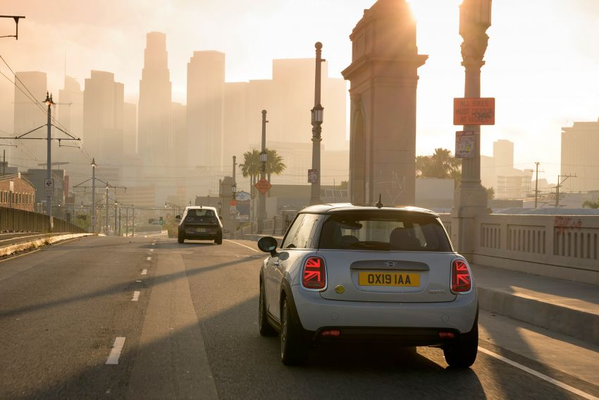 MINI Cooper SE debuts – brand's first fully-electric model; 181 hp and 270 Nm; up to 270 km of range Image #983462