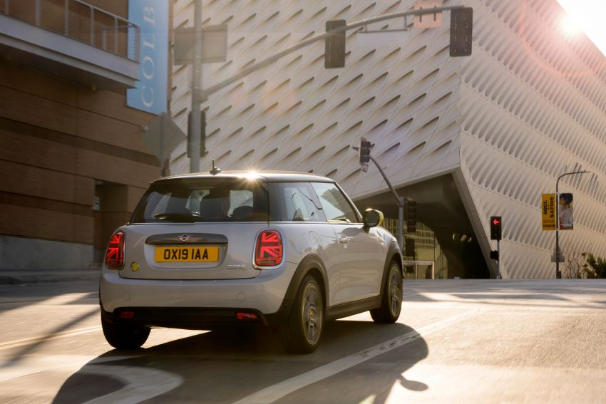 MINI Cooper SE debuts – brand's first fully-electric model; 181 hp and 270 Nm; up to 270 km of range Image #983469
