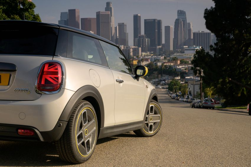 MINI Cooper SE debuts – brand's first fully-electric model; 181 hp and 270 Nm; up to 270 km of range Image #983474