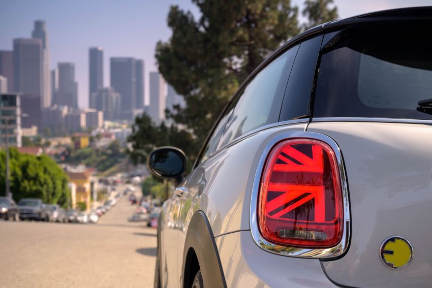 MINI Cooper SE debuts – brand's first fully-electric model; 181 hp and 270 Nm; up to 270 km of range Image #983475