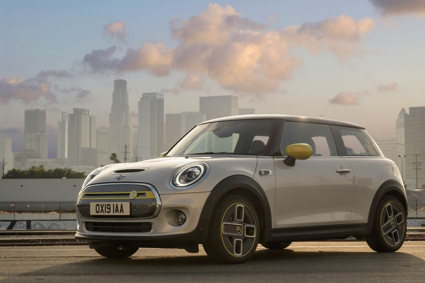 MINI Cooper SE debuts – brand's first fully-electric model; 181 hp and 270 Nm; up to 270 km of range Image #983480
