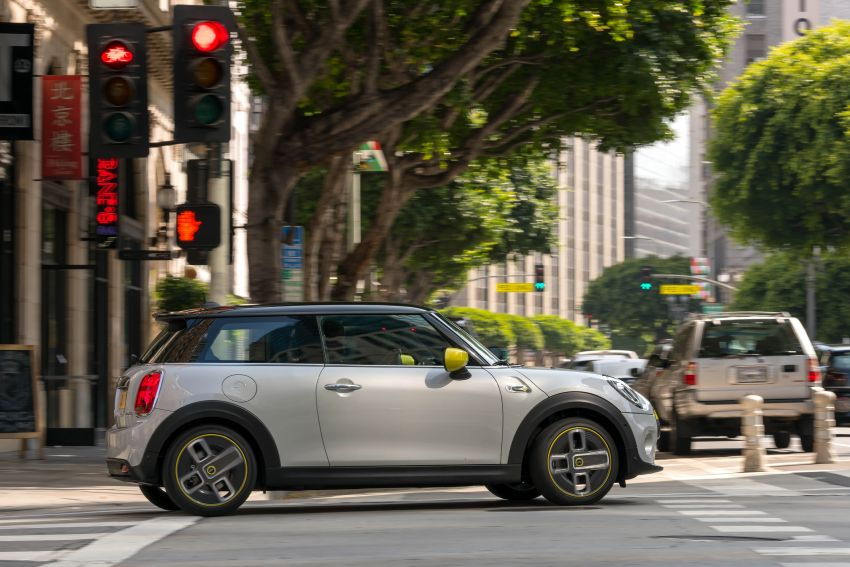MINI Cooper SE debuts – brand's first fully-electric model; 181 hp and 270 Nm; up to 270 km of range Image #983421
