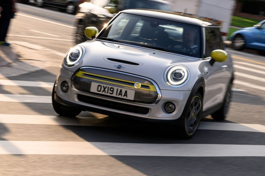 MINI Cooper SE debuts – brand's first fully-electric model; 181 hp and 270 Nm; up to 270 km of range Image #983482