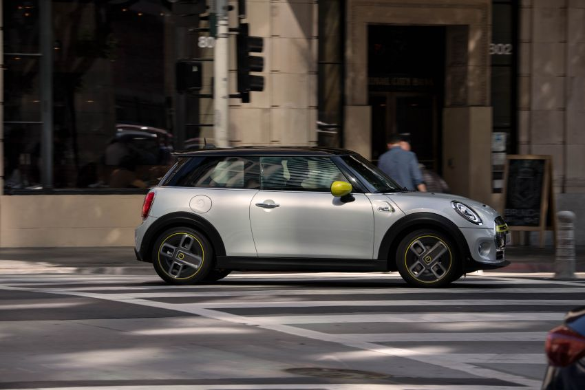 MINI Cooper SE debuts – brand's first fully-electric model; 181 hp and 270 Nm; up to 270 km of range Image #983484