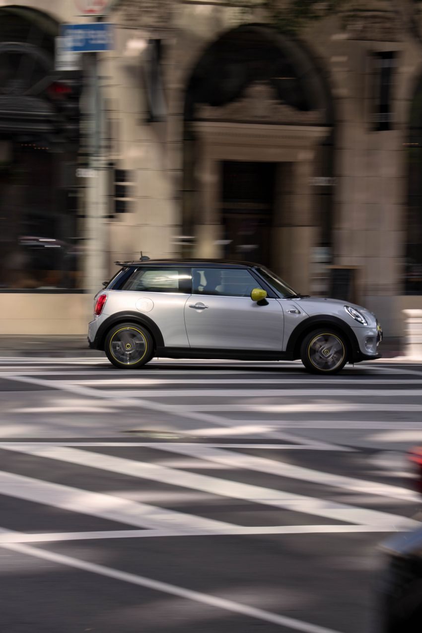 MINI Cooper SE debuts – brand's first fully-electric model; 181 hp and 270 Nm; up to 270 km of range Image #983486