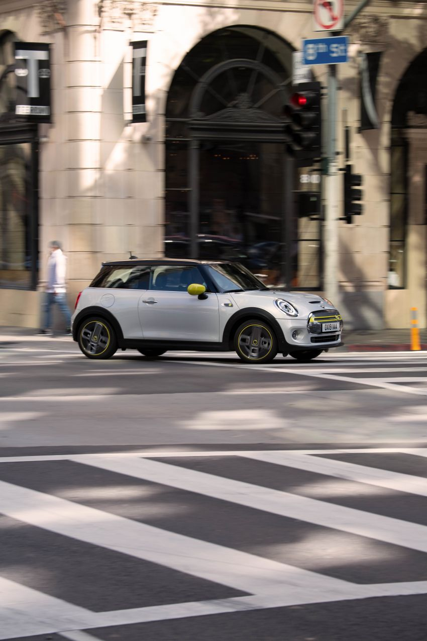 MINI Cooper SE debuts – brand's first fully-electric model; 181 hp and 270 Nm; up to 270 km of range Image #983487