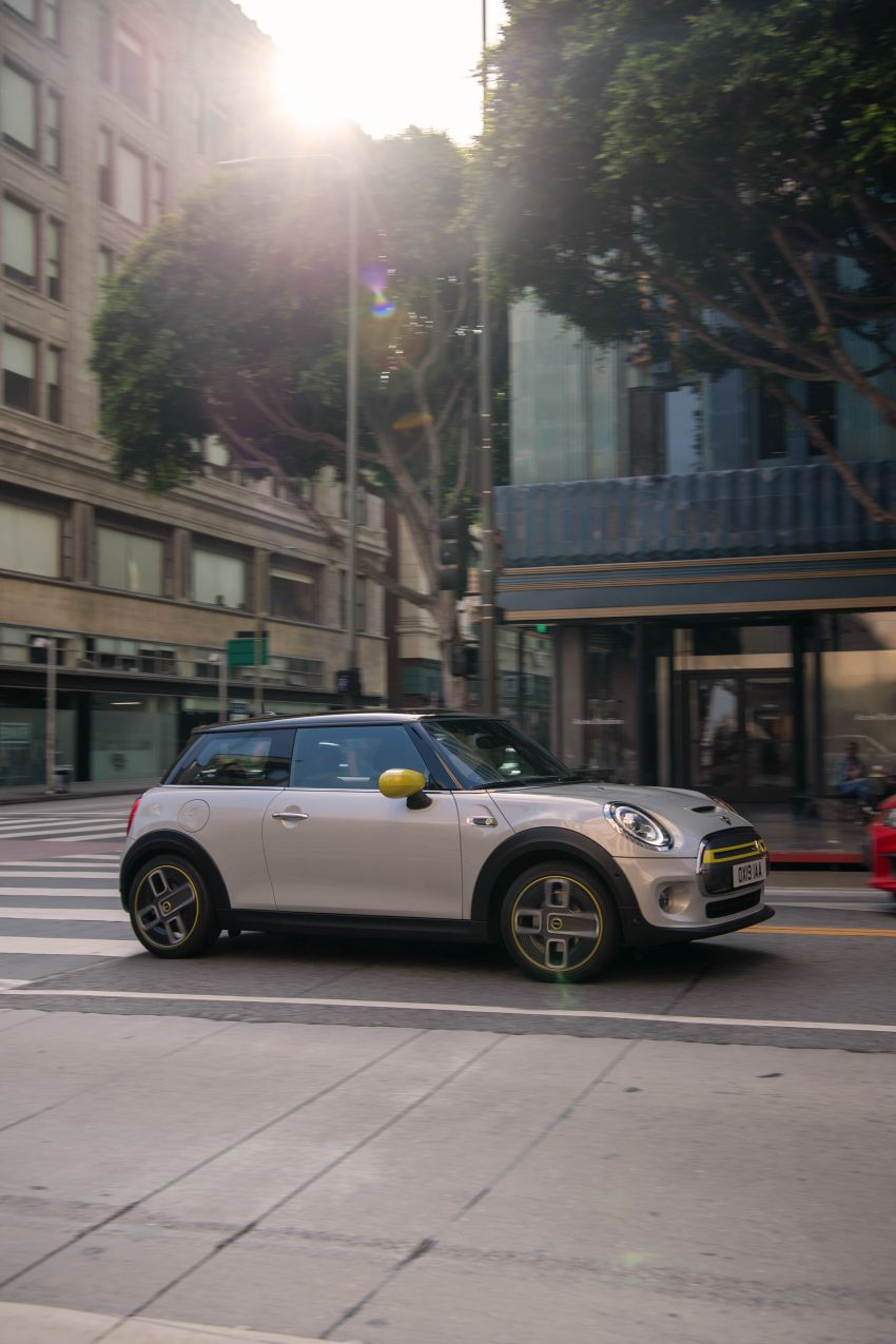 MINI Cooper SE debuts – brand's first fully-electric model; 181 hp and 270 Nm; up to 270 km of range Image #983488