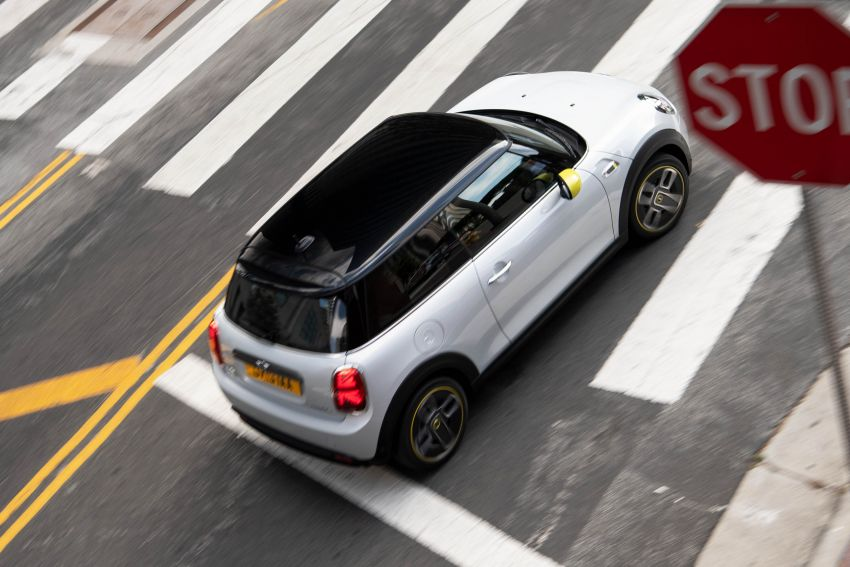 MINI Cooper SE debuts – brand's first fully-electric model; 181 hp and 270 Nm; up to 270 km of range Image #983493