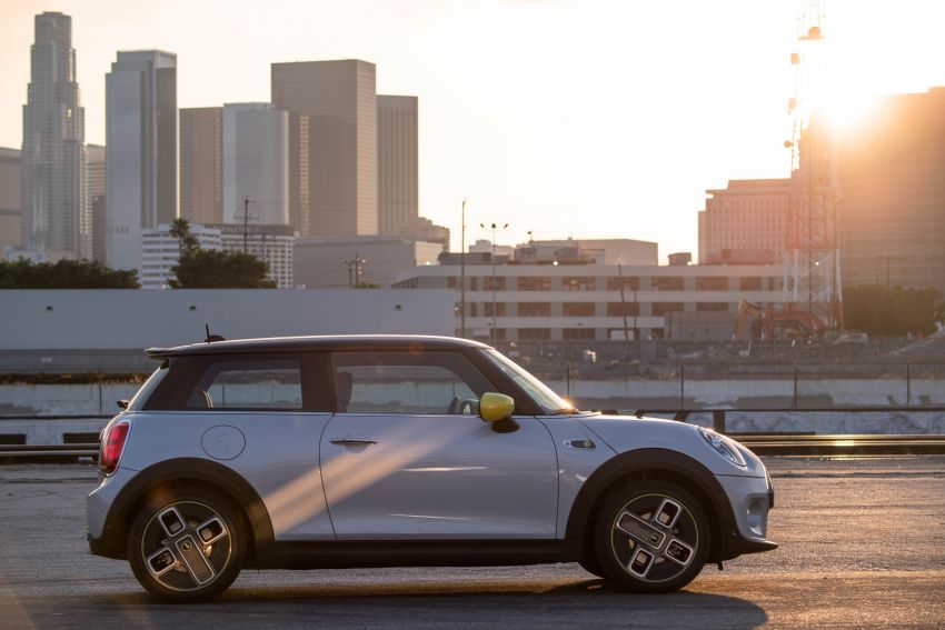 MINI Cooper SE debuts – brand's first fully-electric model; 181 hp and 270 Nm; up to 270 km of range Image #983497