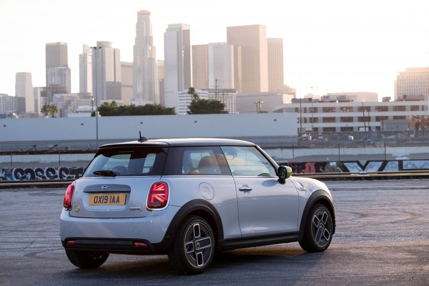 MINI Cooper SE debuts – brand's first fully-electric model; 181 hp and 270 Nm; up to 270 km of range Image #983498