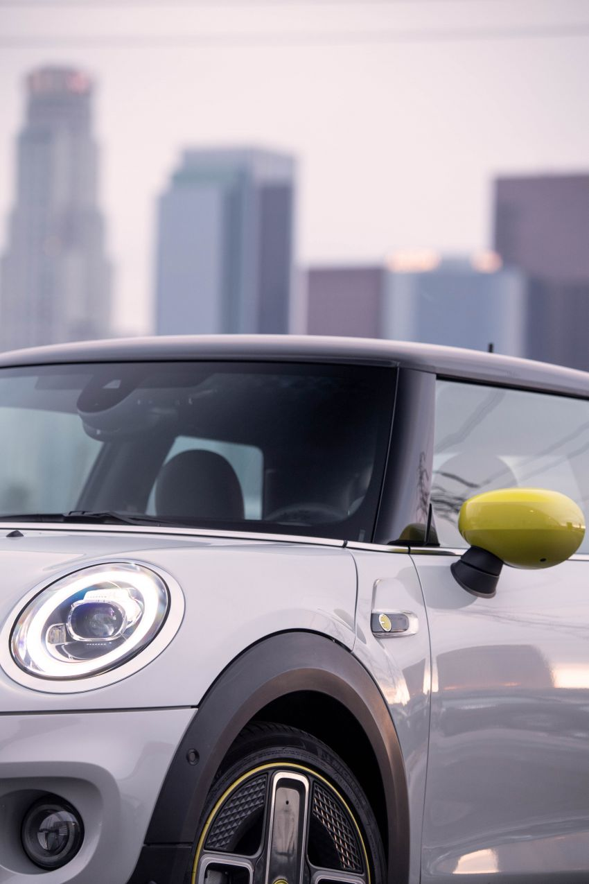 MINI Cooper SE debuts – brand's first fully-electric model; 181 hp and 270 Nm; up to 270 km of range Image #983499