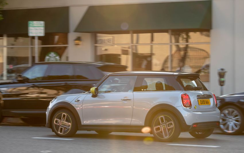 MINI Cooper SE debuts – brand's first fully-electric model; 181 hp and 270 Nm; up to 270 km of range Image #983425