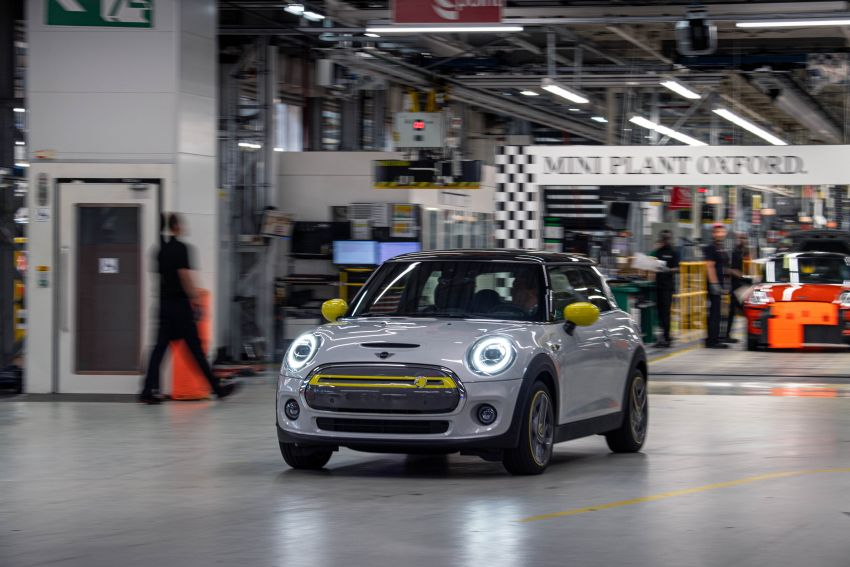 MINI Cooper SE debuts – brand's first fully-electric model; 181 hp and 270 Nm; up to 270 km of range Image #983532