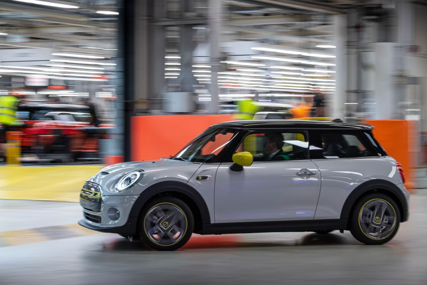 MINI Cooper SE debuts – brand's first fully-electric model; 181 hp and 270 Nm; up to 270 km of range Image #983533