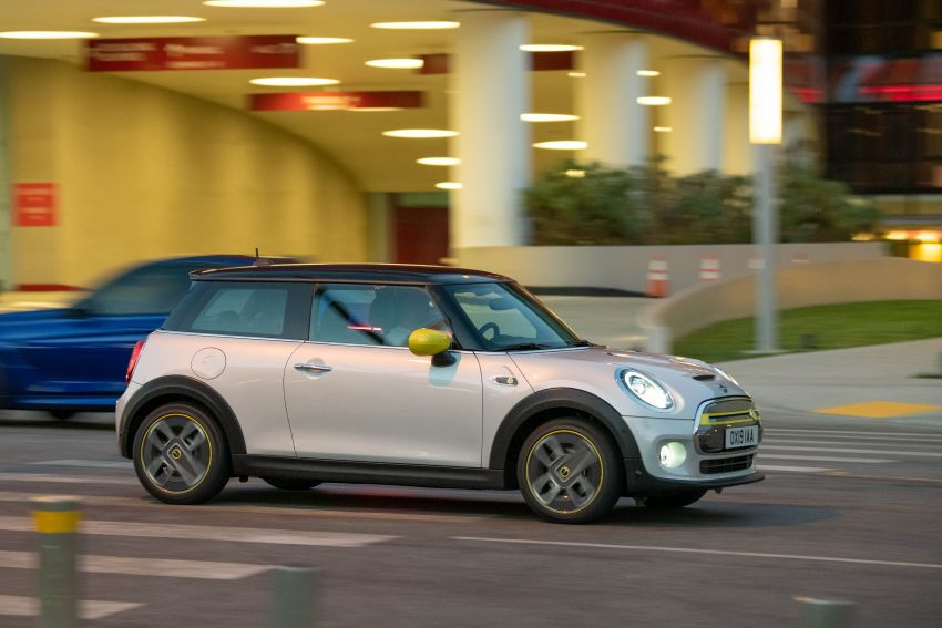 MINI Cooper SE debuts – brand's first fully-electric model; 181 hp and 270 Nm; up to 270 km of range Image #983426