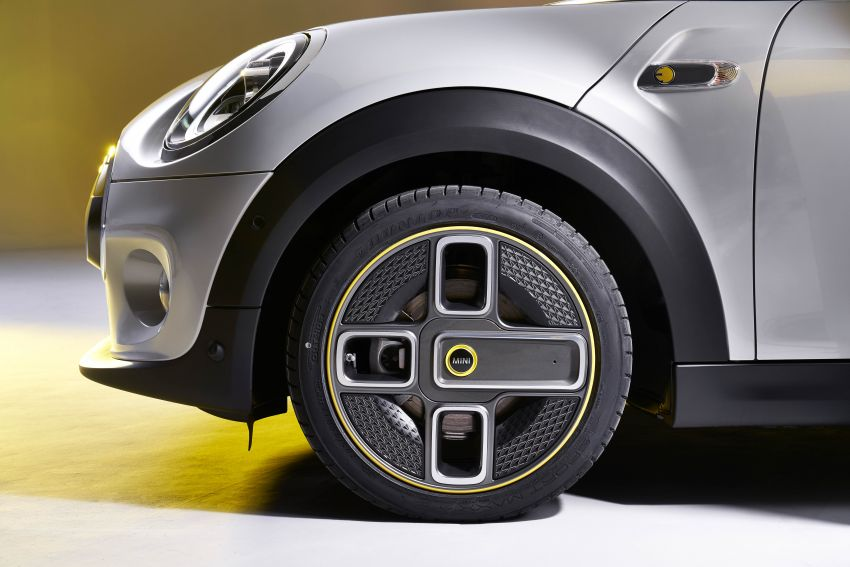 MINI Cooper SE debuts – brand's first fully-electric model; 181 hp and 270 Nm; up to 270 km of range Image #983538