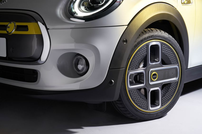 MINI Cooper SE debuts – brand's first fully-electric model; 181 hp and 270 Nm; up to 270 km of range Image #983539