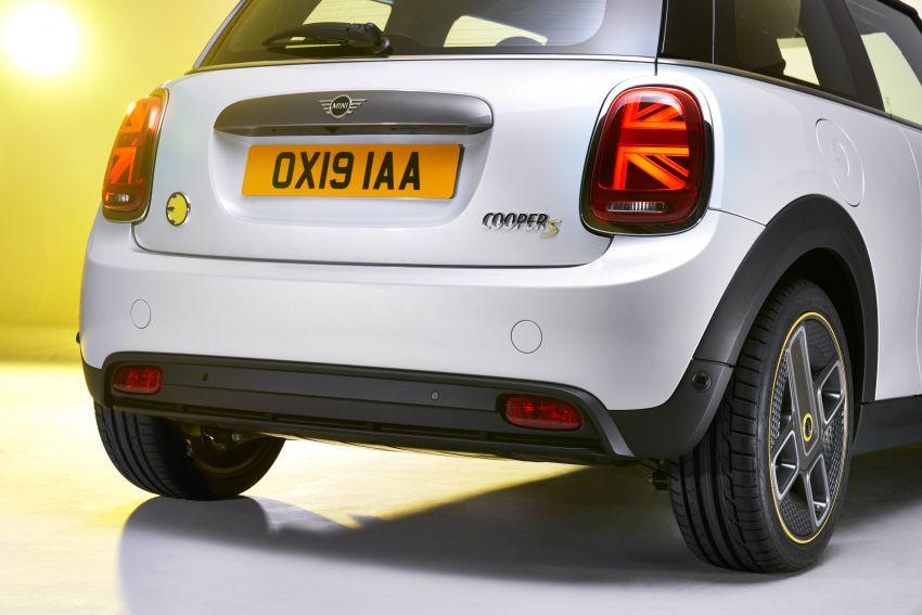 MINI Cooper SE debuts – brand's first fully-electric model; 181 hp and 270 Nm; up to 270 km of range Image #983540