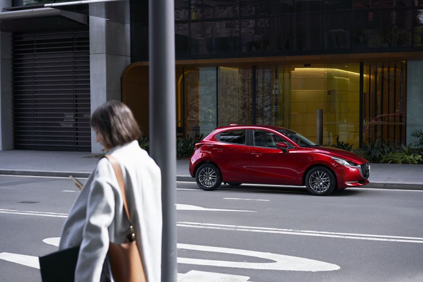 Mazda 2 facelift unveiled – new looks and driver aids Image #987715