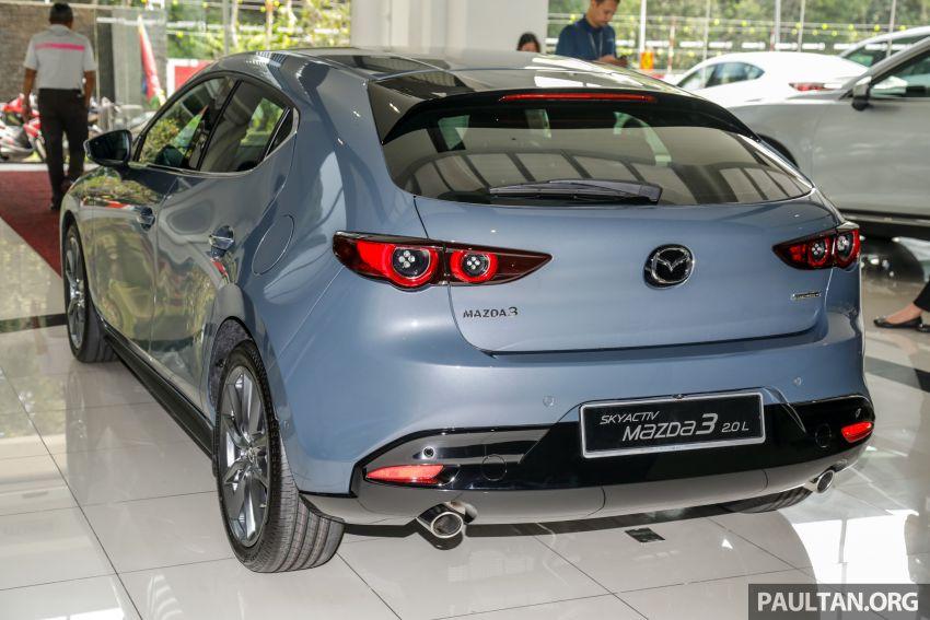 Mazda 3 2019 tiba di bilik pameran Malaysia – 1.5L Sedan dan 2.0L hatchback High Plus, bermula RM140k Image #982271