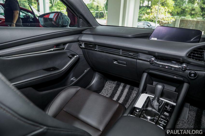 Mazda 3 2019 tiba di bilik pameran Malaysia – 1.5L Sedan dan 2.0L hatchback High Plus, bermula RM140k Image #982325