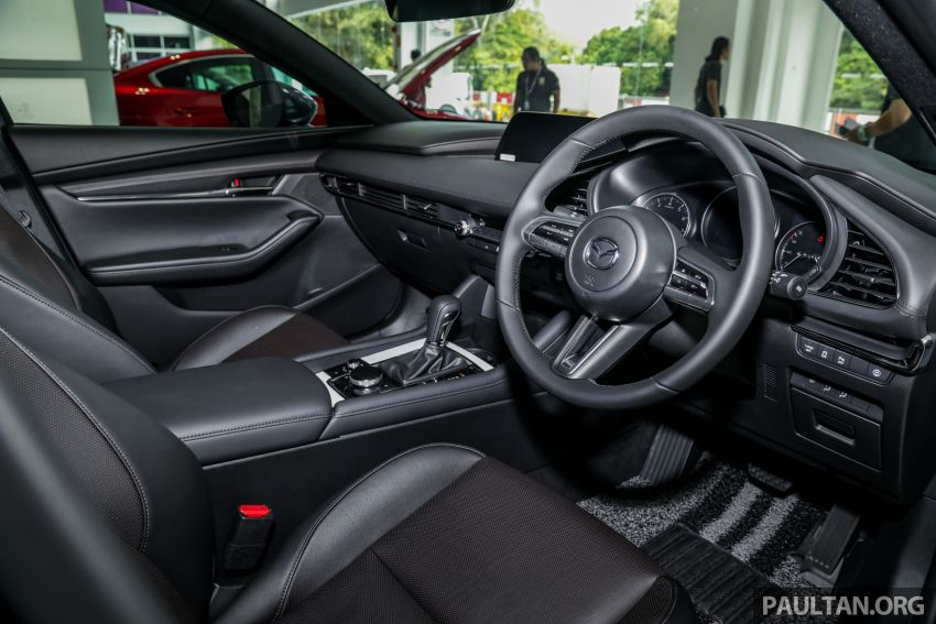 Mazda 3 2019 tiba di bilik pameran Malaysia – 1.5L Sedan dan 2.0L hatchback High Plus, bermula RM140k Image #982303