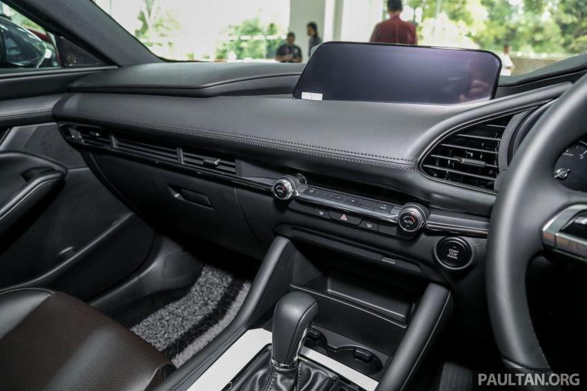 Mazda 3 2019 tiba di bilik pameran Malaysia – 1.5L Sedan dan 2.0L hatchback High Plus, bermula RM140k Image #982308